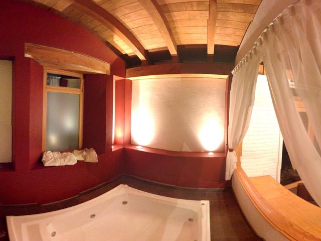Caba a suites romantica sierra vista mazamitla for Jacuzzi para dos personas