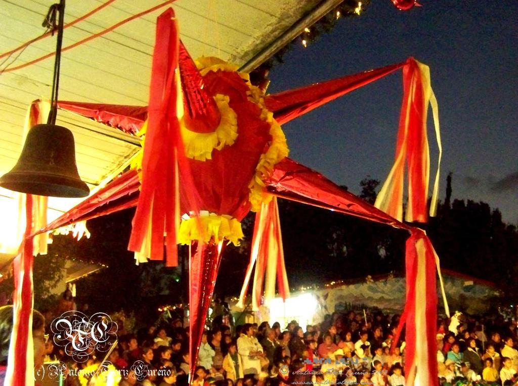 Piñatas en las posadas navideñas en México